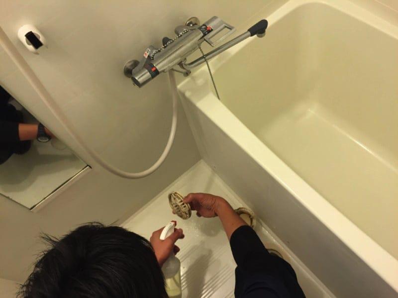 【エプロン内部まで徹底洗浄!】カビや水垢でお困りの方。浴室清掃はプロにお任せ!◎