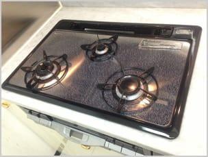 手袋をしない素手での洗浄作業は安心の証明!コジワンサービスのキッチンクリーニング