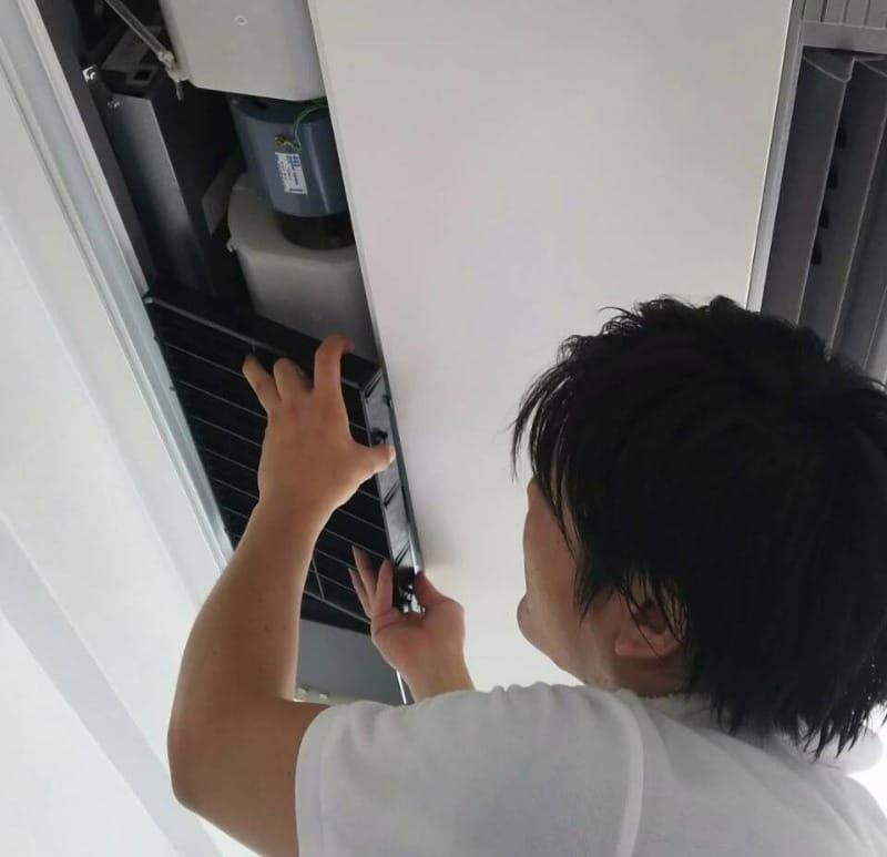 お掃除歴20年の技術にお任せ!クリーンサービス・エコのエアコンクリーニング天井型