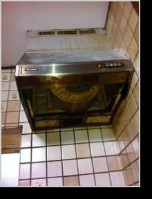 手袋をしない素手での洗浄作業は安心の証明!コジワンサービスの換気扇(レンジフード)クリーニング